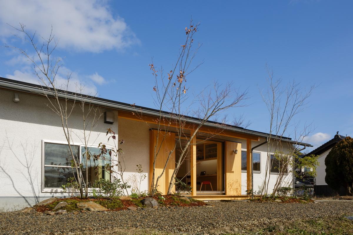 「南北に広がる茶ノ間 FLAT HOUSE」 メイン画像