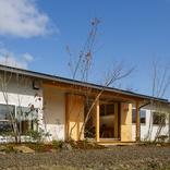 「南北に広がる茶ノ間 FLAT HOUSE」 サムネイル画像1