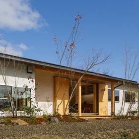 「南北に広がる茶ノ間 FLAT HOUSE」 サムネイル画像
